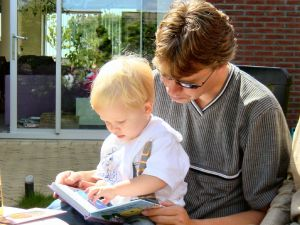 1151008_reading_to_son